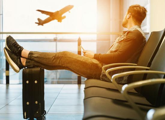 Wachten vliegveld kleren