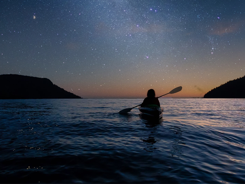 kajakken onder de sterren
