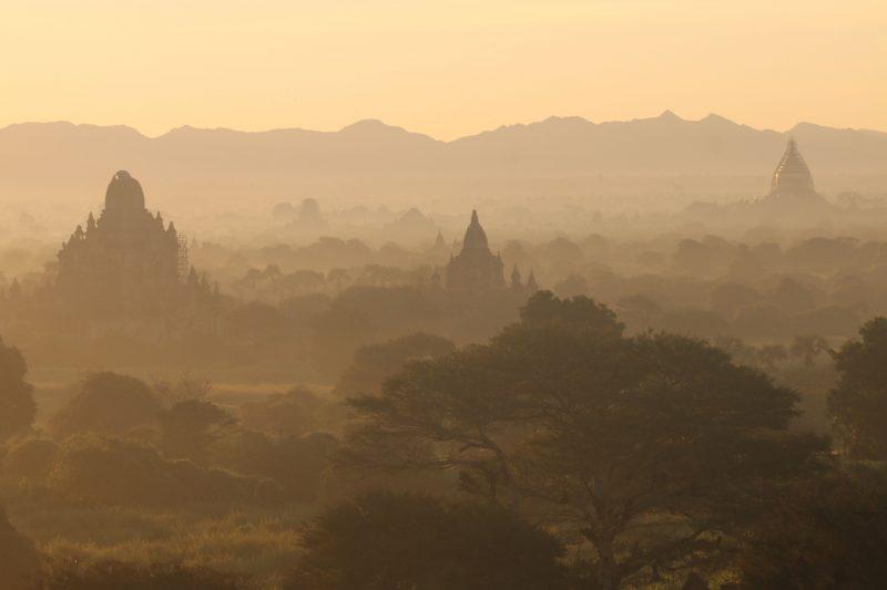 Zonsopkomst in Bagan