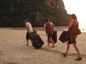 Thailand blog koffer in zand