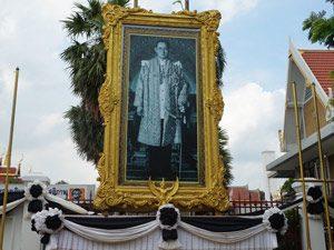 rouwfoto koning Bhumibol