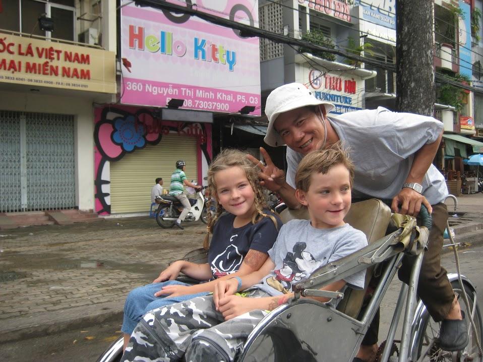Riksja rijden: verre reizen met kinderen is leuk